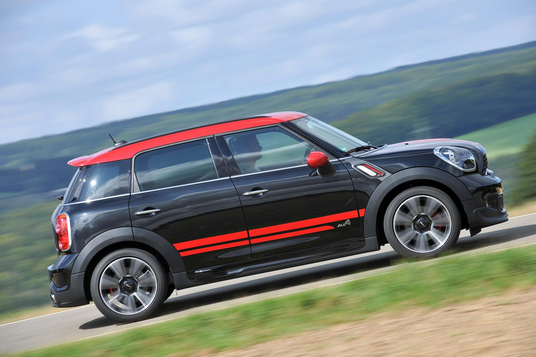 mini countryman jcw road test the value of your car. Black Bedroom Furniture Sets. Home Design Ideas