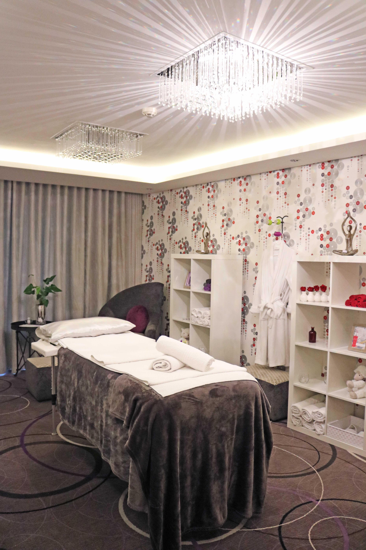 Renew-Treatment-Room.jpg